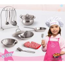 13 PIECE COOKWARE SET IN SUITCASE